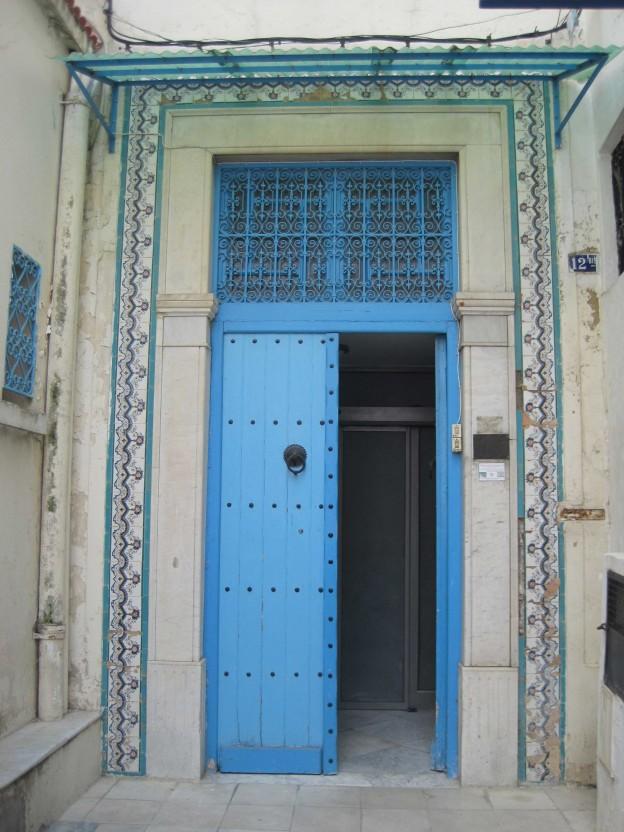 Porte d'entrée de l'IBLA, Tunis, 2014. Crédit photographique : Loïc Le Pape, Licence CC BY-NC 2.0